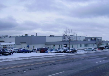Édifice abritant PG Elections à Rimouski sous une fine couche de neige