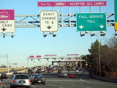 Photo d'un poste de péage sur l'autoroute de l'État de Virginie