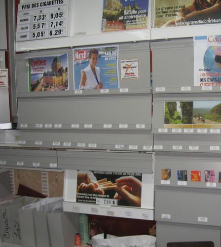 Les panneaux gris dissimulant les cigarettes