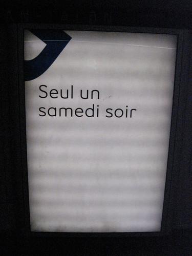 Publicité du métro de Montréal affichant la phrase « Seul un samedi soir »